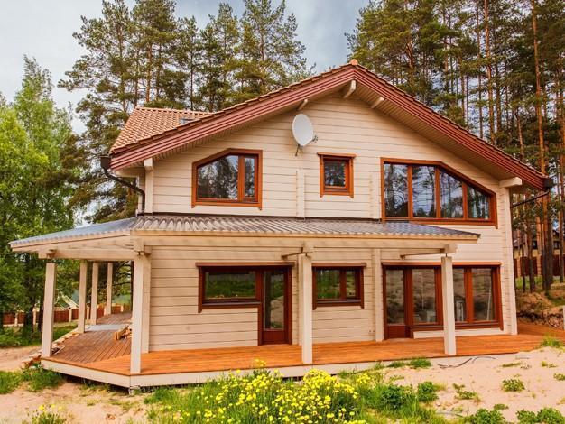 Дом из бруса квадратной формы